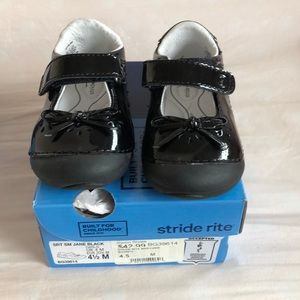 Stride rite Mary Janes black patent size 4.5